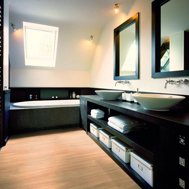 bathroom limed oak org1 Laminált parketta vízálló formában