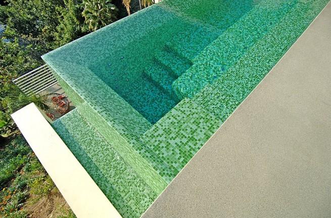 üvegmozaik medence burkolat