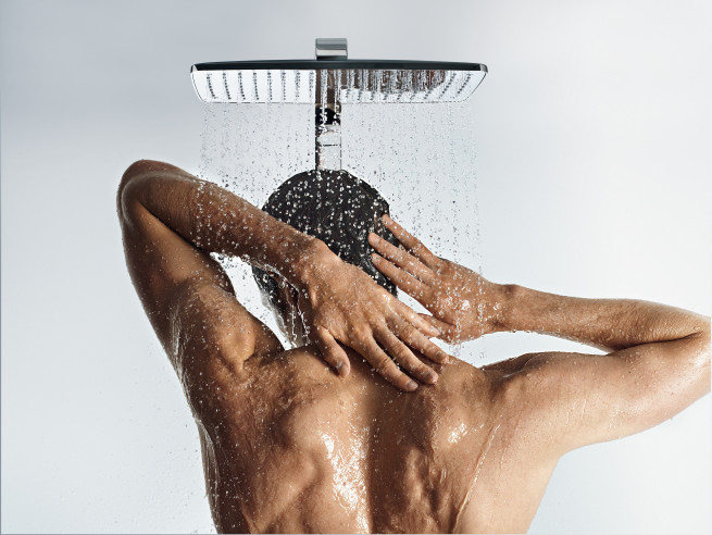 Raindance_Select_360_Showerpipe_People_02