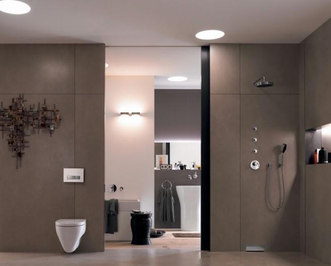 Az épített zuhany ma a trendet követve, szinte észrevétlen a térben.