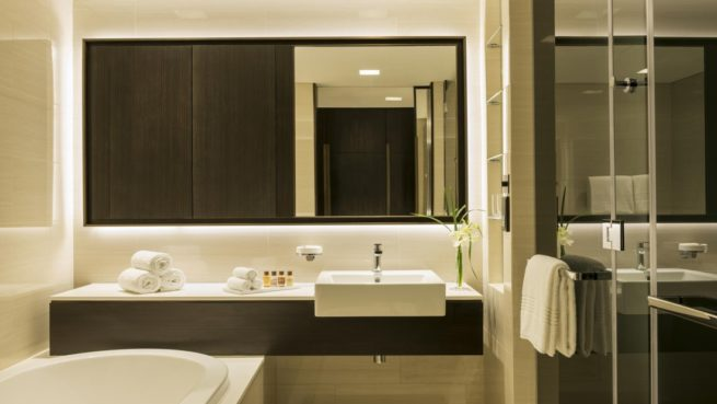 Sheraton-Grand-Hotel--Dubai---Apartment-Bathroom (1)